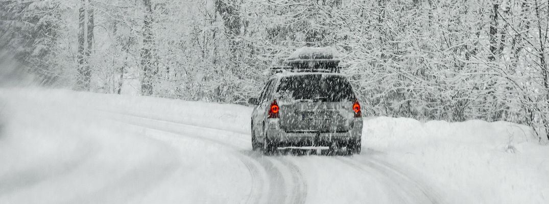 How-to-Safely-Drive-on-Snow-Covered-Roads_b